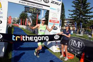 Aernouts wint Trithegong triathlon