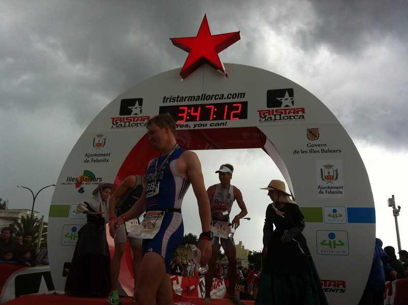Joerie Vansteelant wint triatlon in Mallorca
