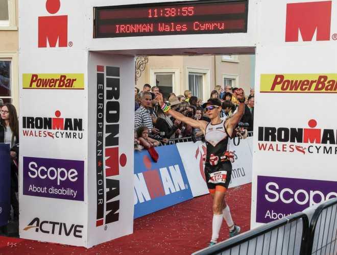Caroline Devos via Wales naar Kona