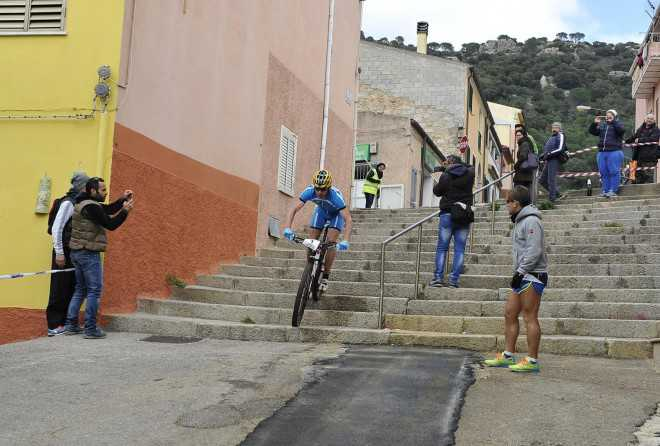 Jim Thijs Sardinie cross triatlon stairs