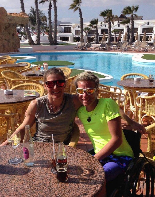 Tine met Marieke 'Wielemie' Vervoort in Lanzarote (foto: Tine Deckers)