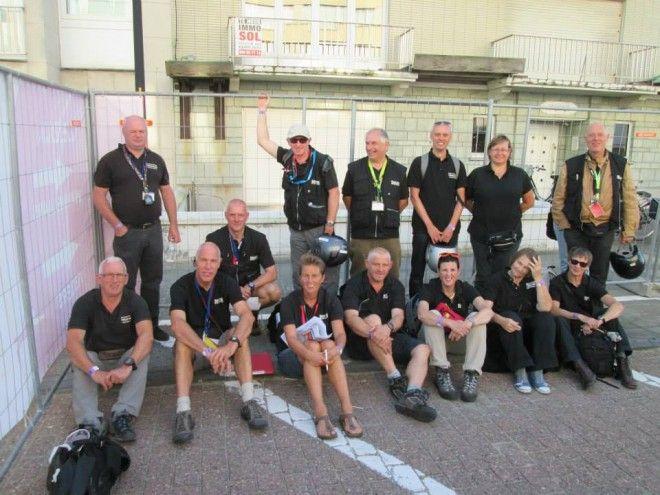 Mieke Dupont te midden de referees (foto: Willy Dekkers)