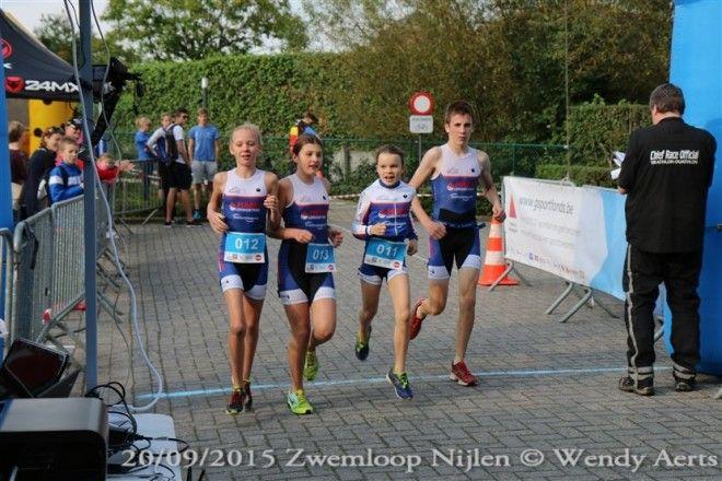 Team-relay schot in de roos bij zwemloop Nijlen