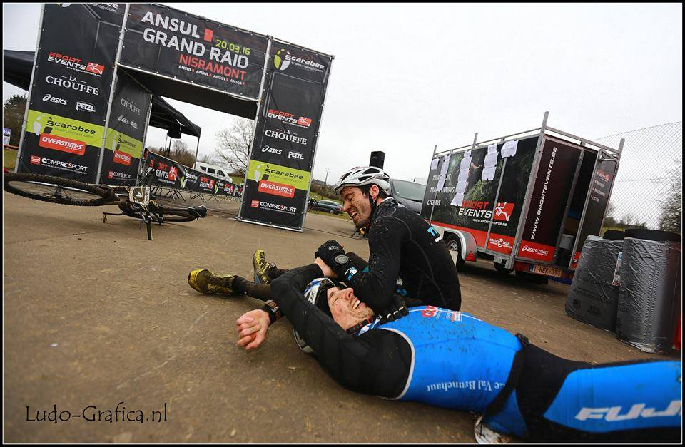 Sylvain Denis en Johan Goubau uitgeteld aan de streep (foto: Ludo-Grafica.nl)