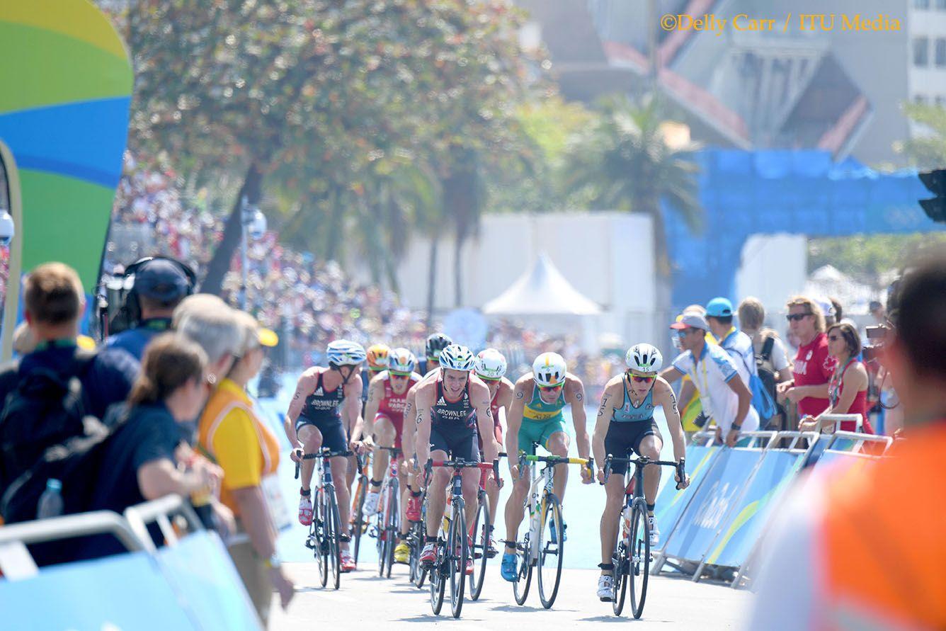 Marten Van Riel op kop in Rio (foto: ITU/Delly Carr)