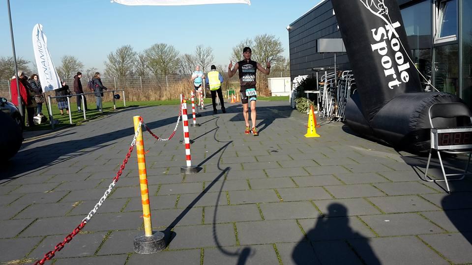 Baeyens en Lormans openen Nederlands zwemloopcircuit met zege