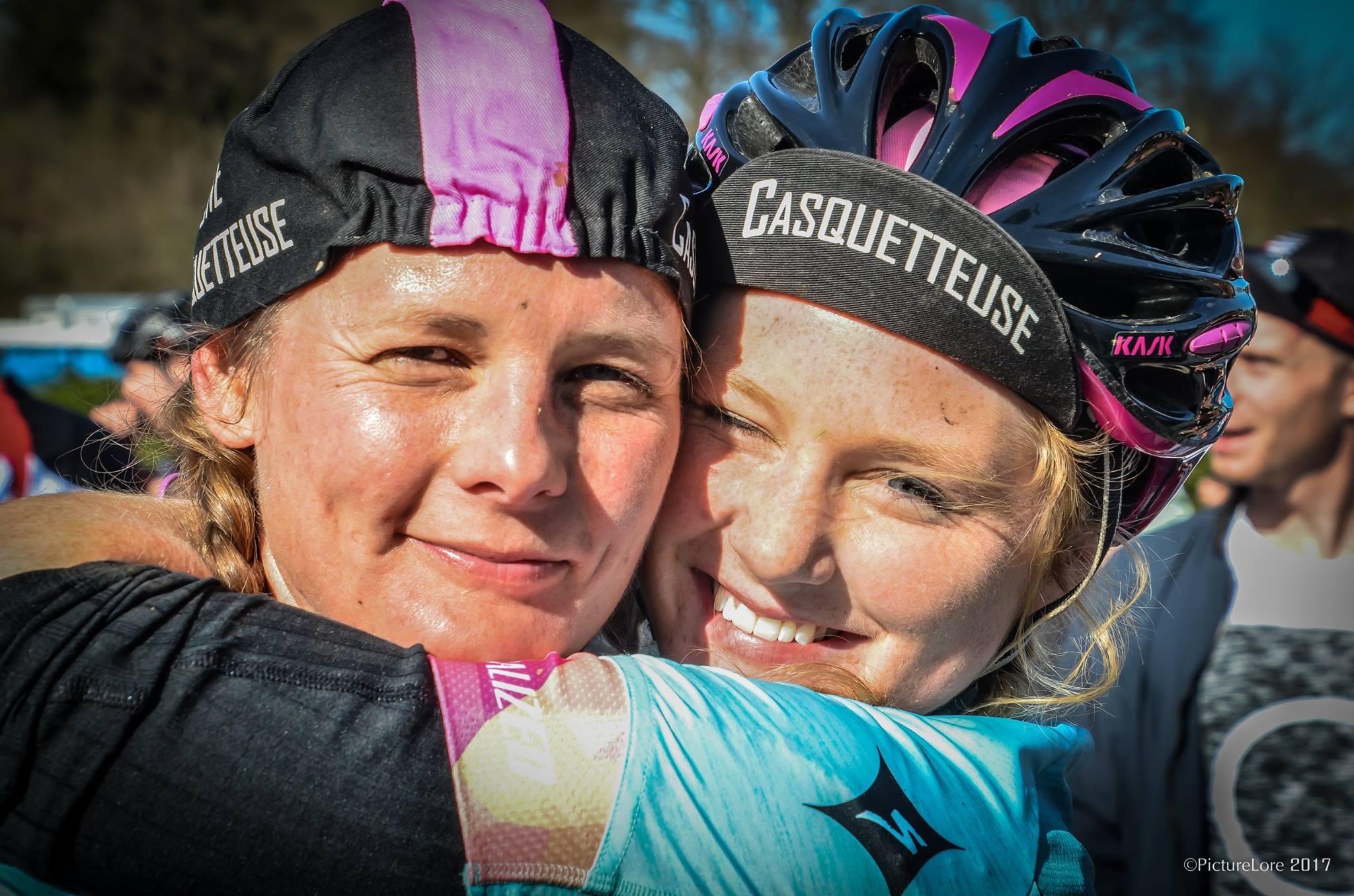 Jana en Rebecca, blij om er te zijn (foto: Lore Vanbetsbrugge)