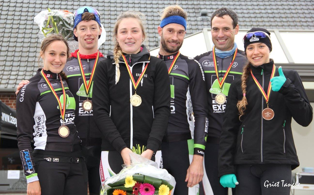 Jonie, Stan, Charlotte, Kasper, Hannes en Ine op het podium (foto: Griet Tanghe)