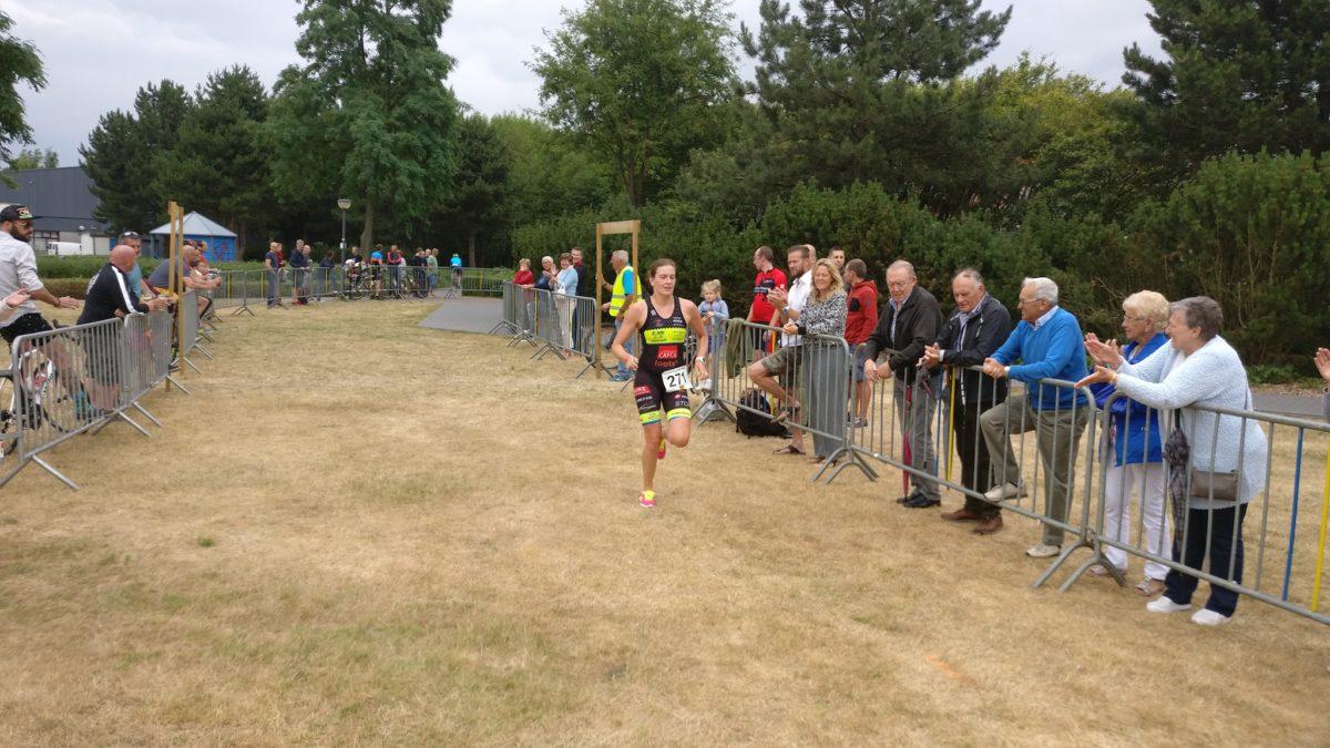 Triatlonkoppel pakt zege in Retie, Limburg boven in 2de divisie