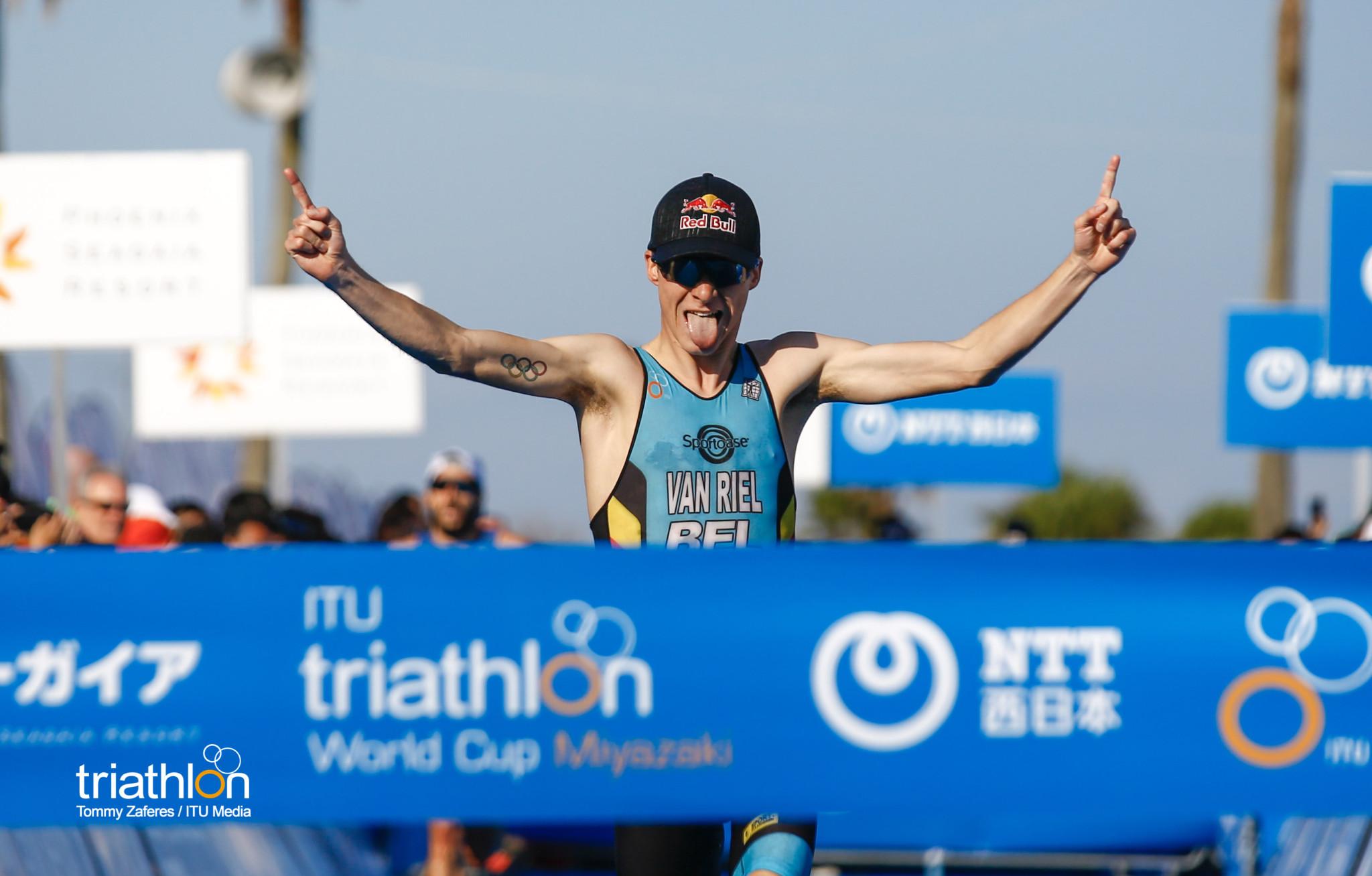 Marten Van Riel wint in Miyazaki (foto: ITU/Tommy Zaferes)