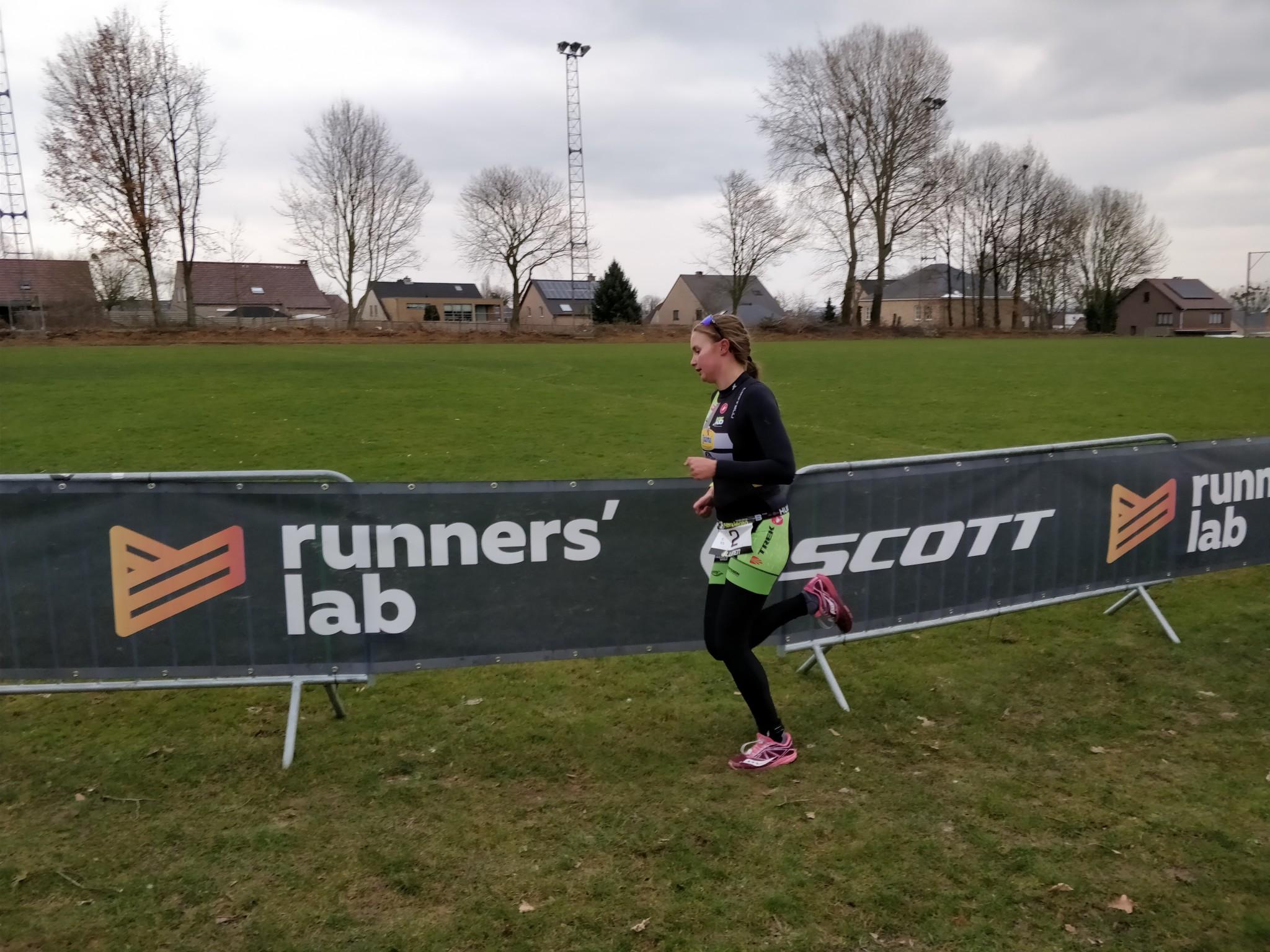 Hanne De Vet wint vlot in Herderen (foto: 3athlon.be/Hans Cleemput)