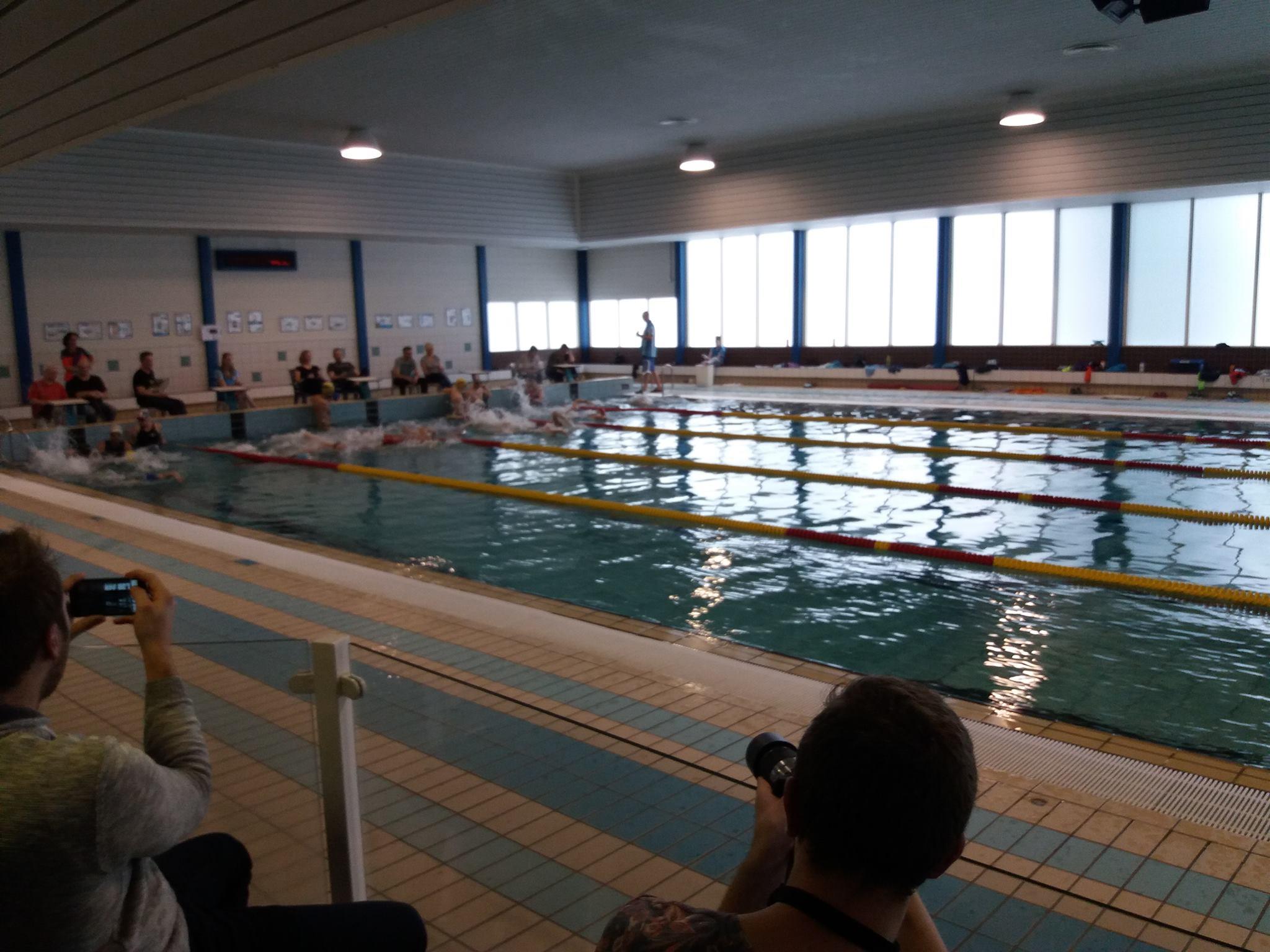 Start van het zwemonderdeel in Kapelle (foto: Armand Van der Smissen)
