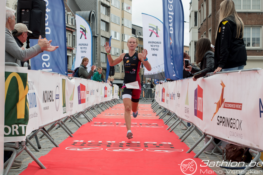 Lotte Claes wint Kortrijk (foto: 3athlon.be/Mario Vanacker)
