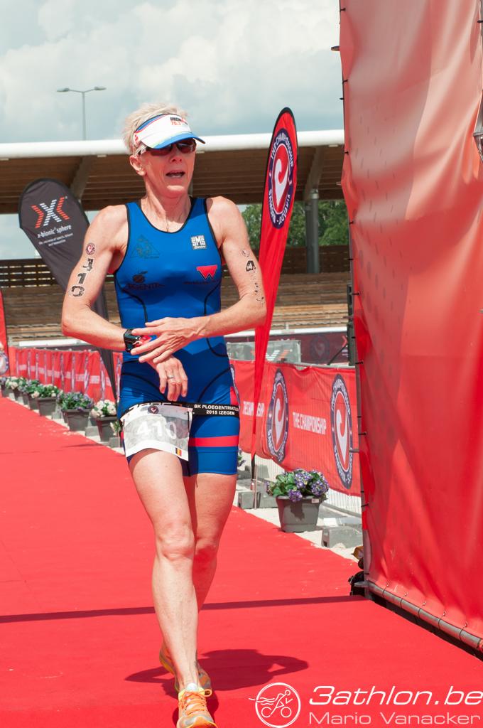 Danielle Deley aan de finish (foto: 3athlon.be/Mario Vanacker)