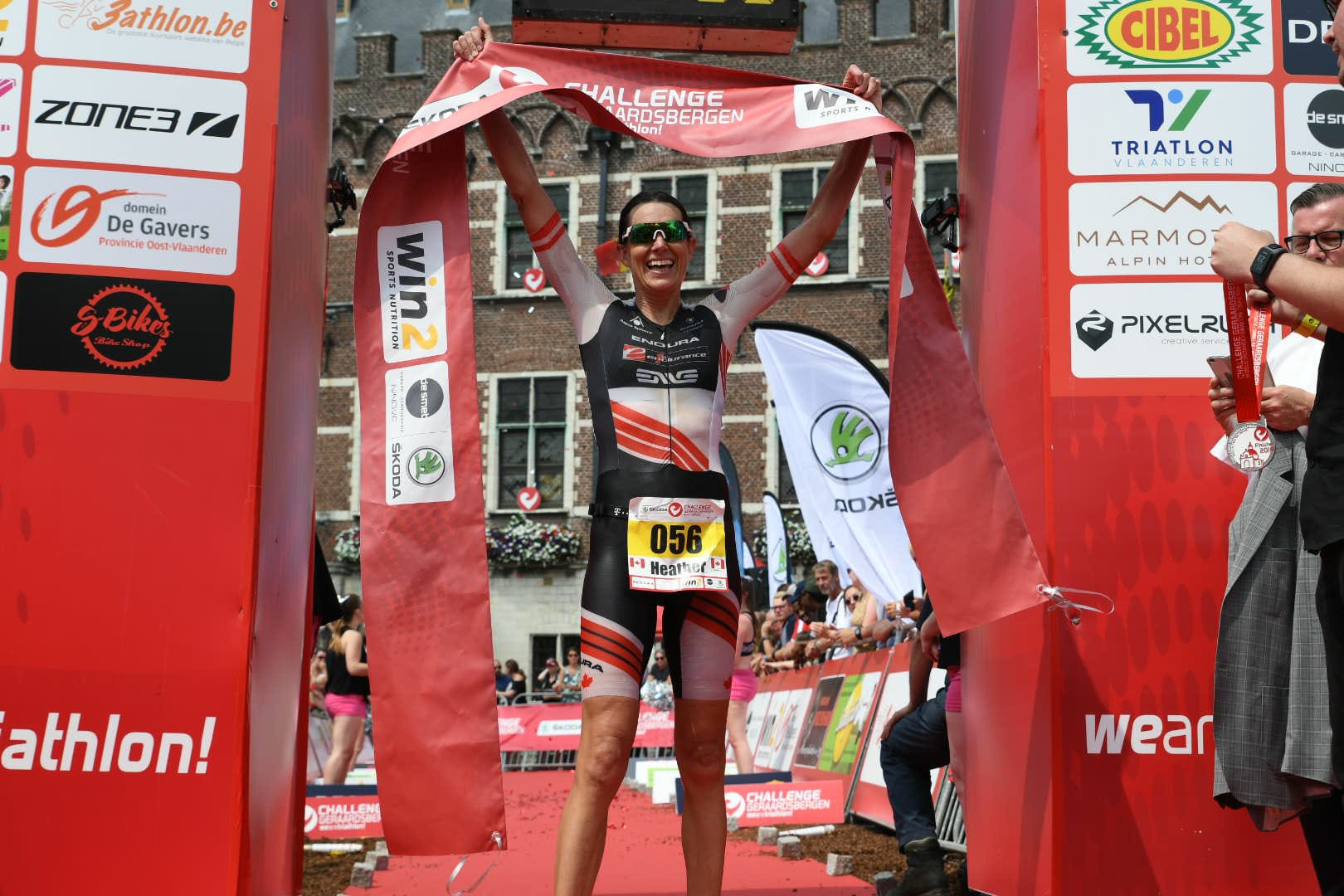 Heather Wurtele wint in Geraardsbergen (foto: 3athlon.be/Mario Vanacker)