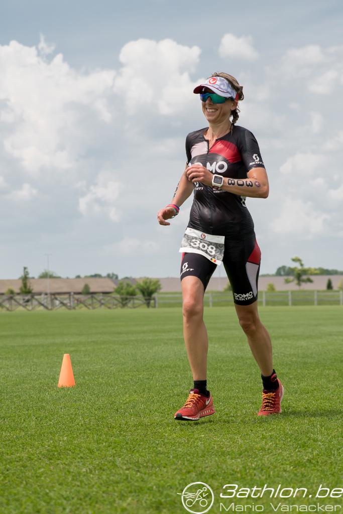 Liesbeth Leysen loopt naar goud (foto: 3athlon.be/Mario Vanacker)