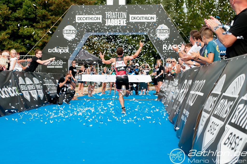 Matthias Allegaert wint in Jabbeke (foto: 3athlon.be/Hans Cleemput)