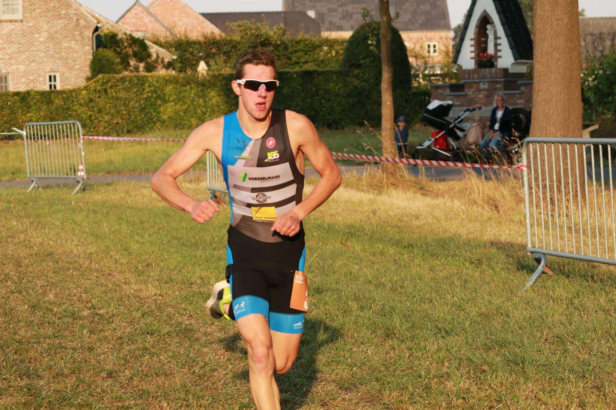 Jens Van Looveren wint de Sterke Peer (foto: Chris Hofkens)