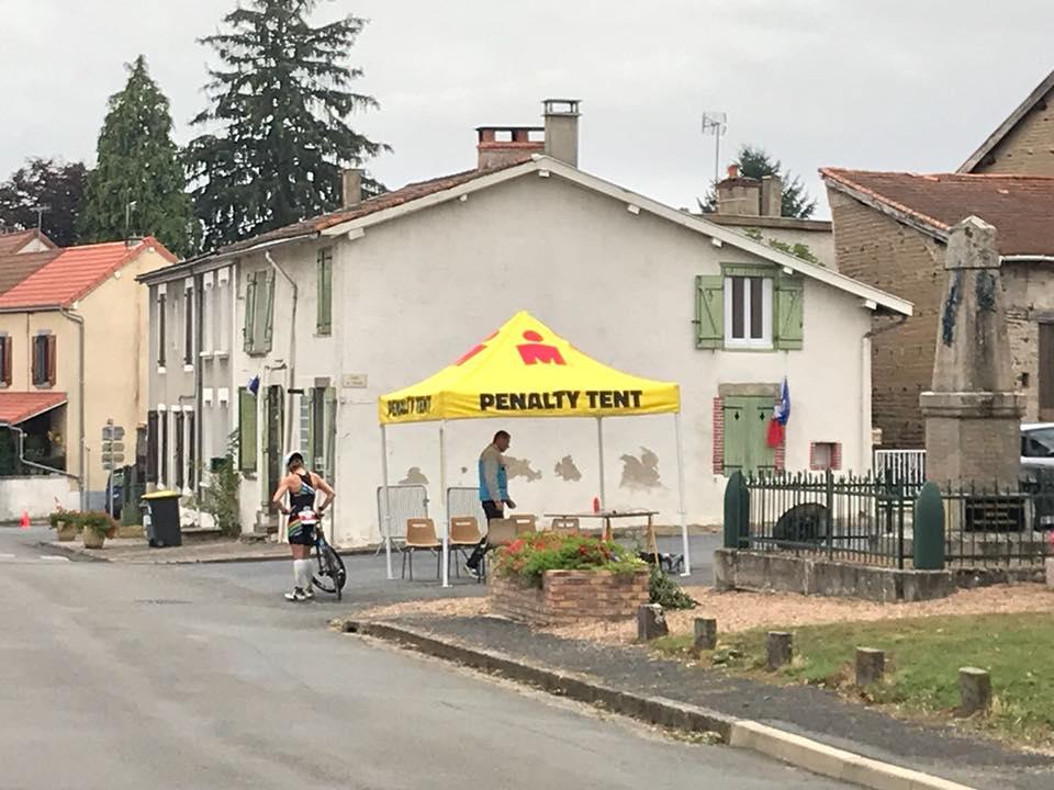 Katrien Verstuyft ontgoocheld door tijdstraf in Vichy (foto: Peter Croes)