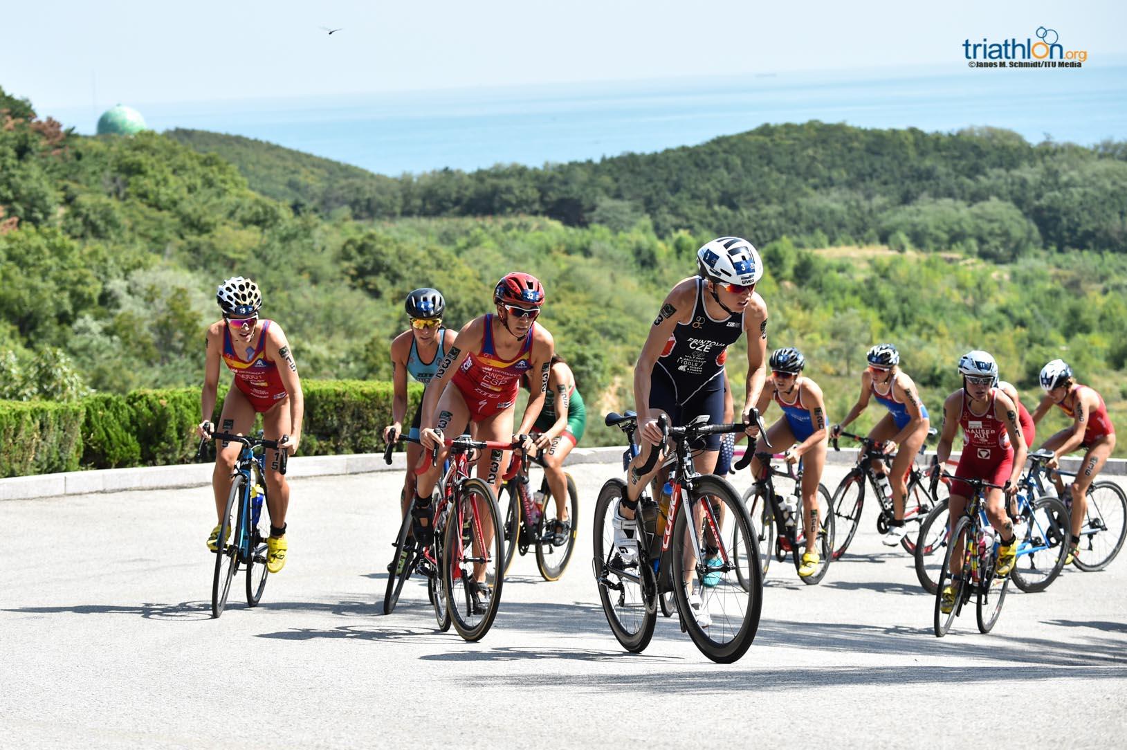 Claire Michel in de achtervolgende groep (foto: ITU/Janos M. Schmidt)