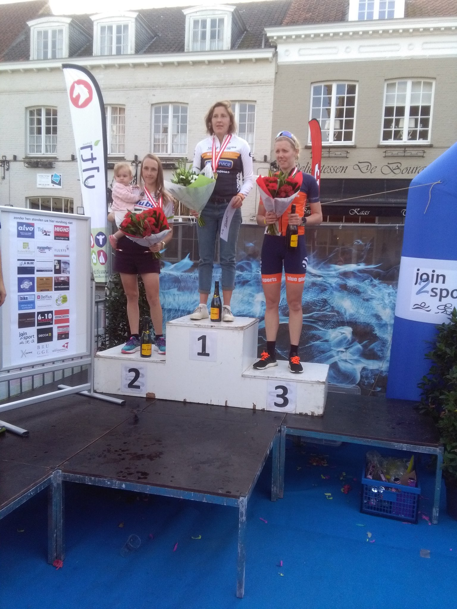 Podium vrouwen in Damme (foto: Nelis Pex)