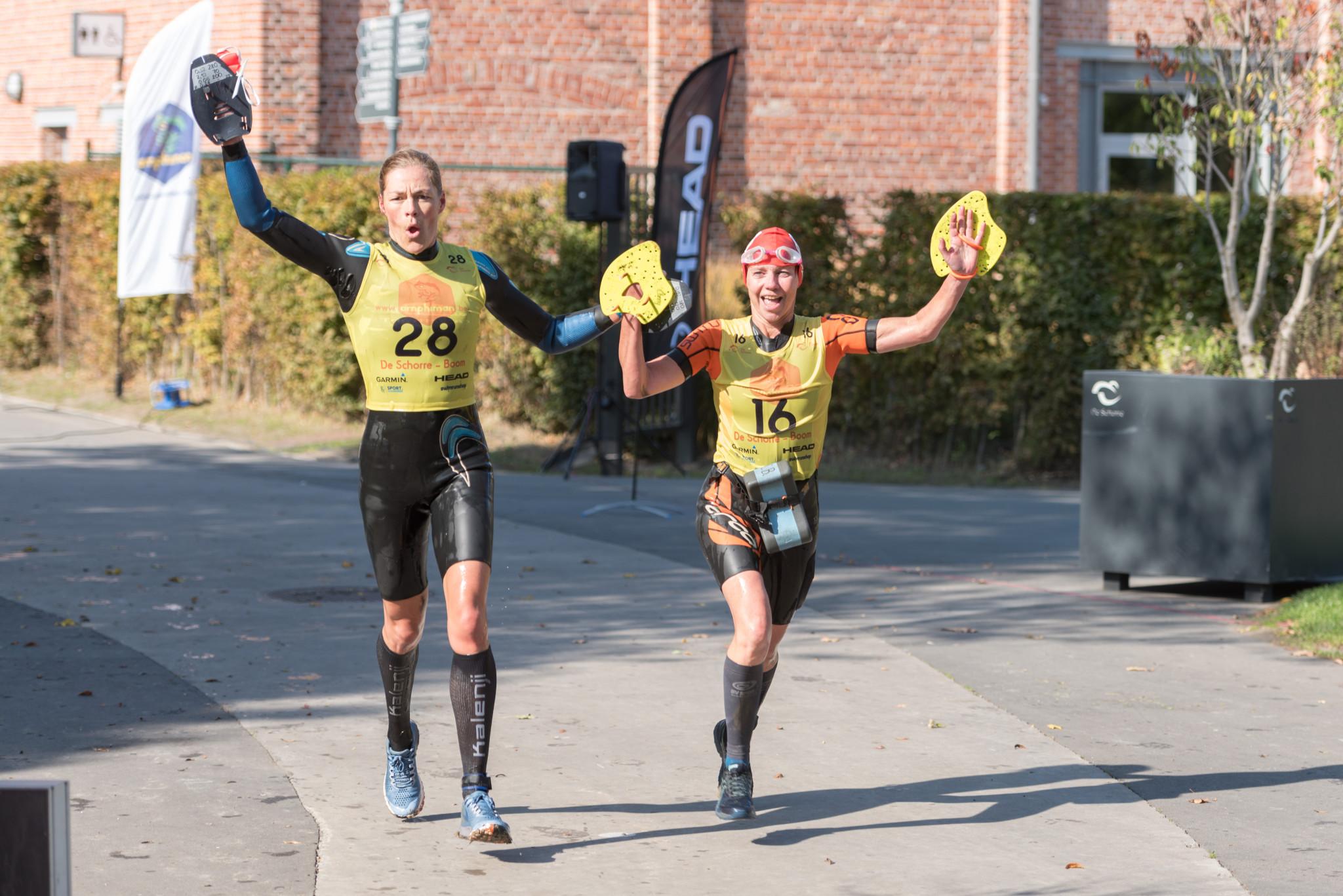Janne Van Hove en Conny Bylois samen naar de streep (foto: 3athlon.be/Johan Tack)