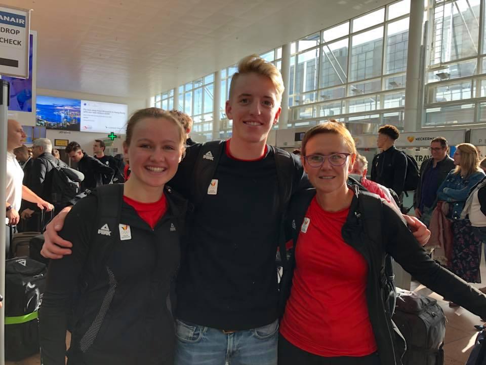 Hanne Peeters, Rik Malcorps en coach Mia Dobbeni bij het vertrek naar de YOG (foto: Lieve Sevenants)