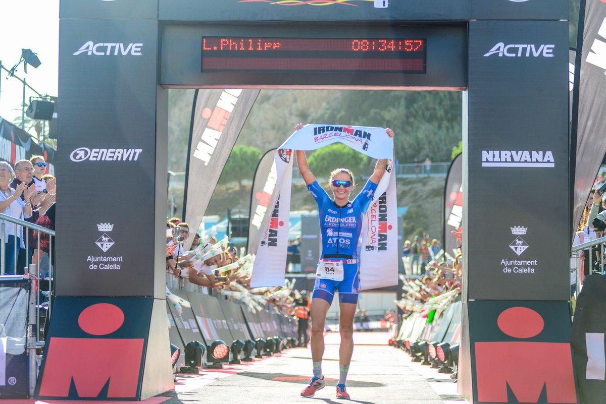 Laura Philipp wint bij haar debuut in IM Barcelona (foto: Ironman)