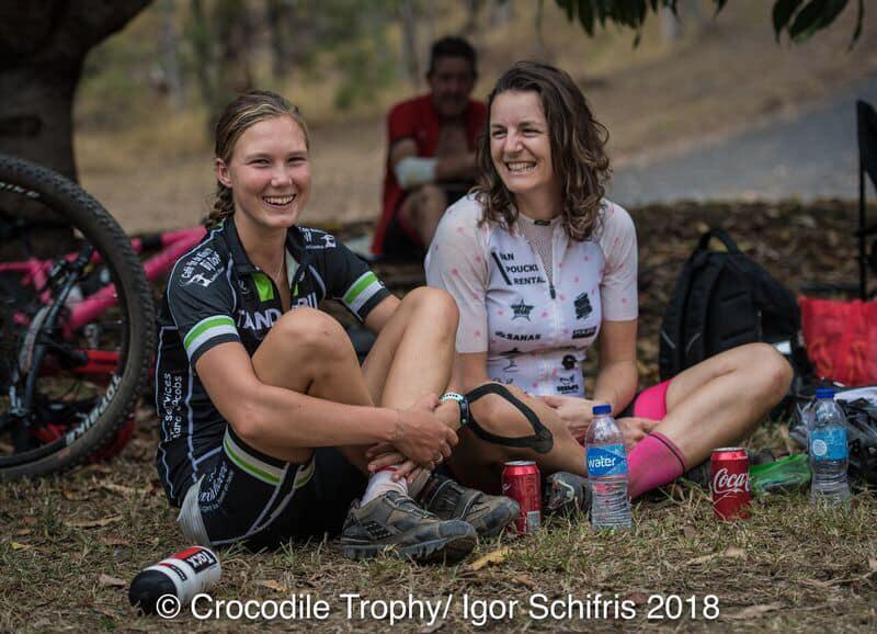 Triatletes Lotte en Sjoukje palmen Crocodile Trophy in