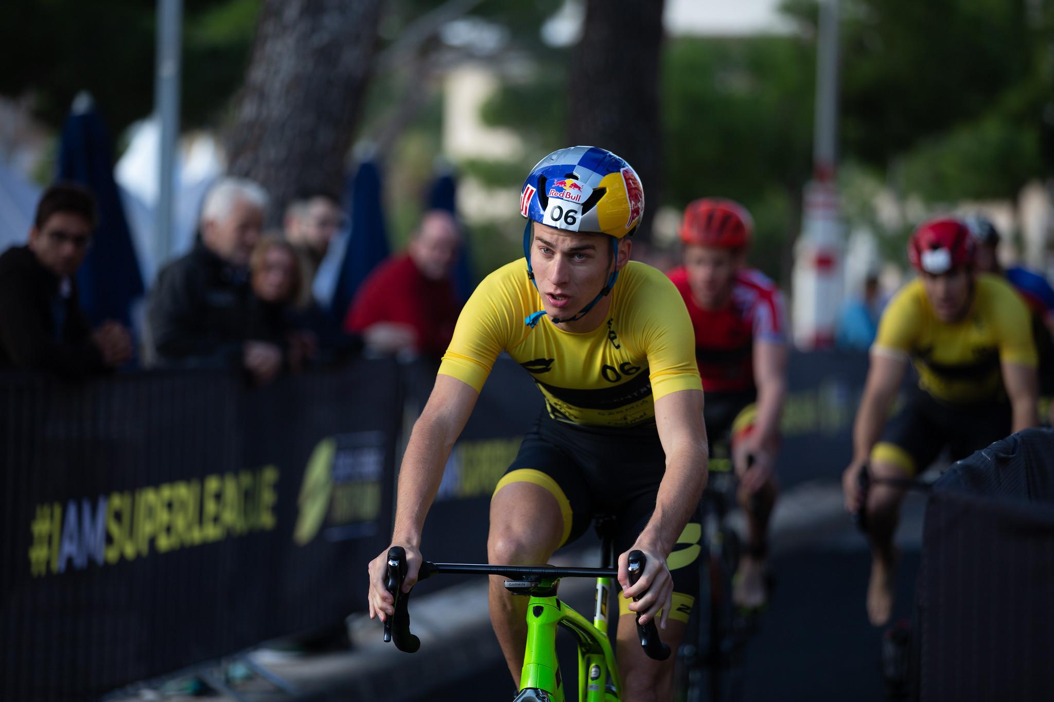 Marten Van Riel met een sterk fietsonderdeel in Mallorca  (Photo by Tom Shaw/Superleague Triathlon)