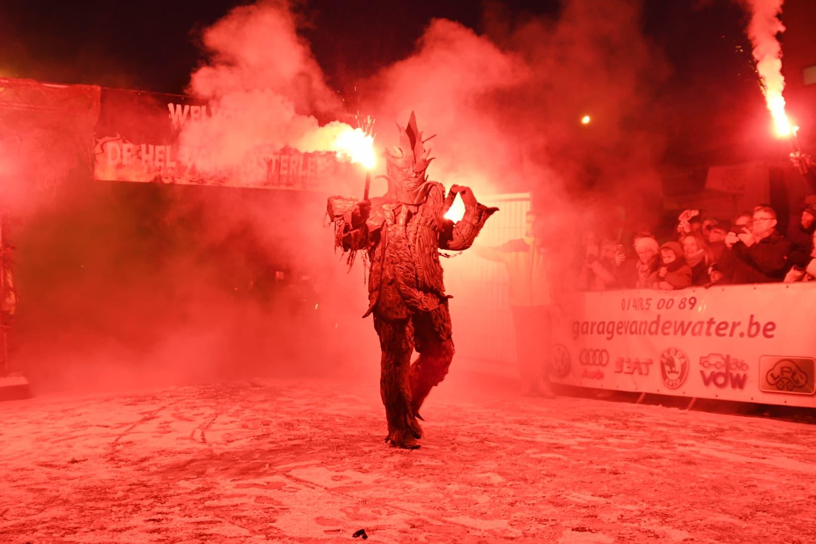 De Duivel nodigt de atleten uit om hem te kloppen in Kasterlee (foto: 3athlon.be/Mario Vanacker)