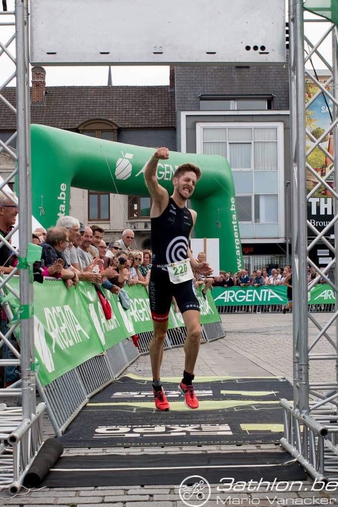 Was dit nu bij zijn eerste of tweede finish in Izegem? ;-) (foto: 3athlon.be/Gert-Jan D'haene)