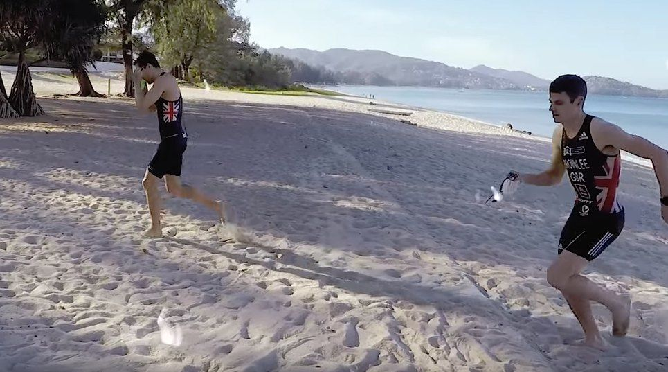 Video: Johnny Brownlee over minitriatlons, trainen in de gym en curry eten in Thailand