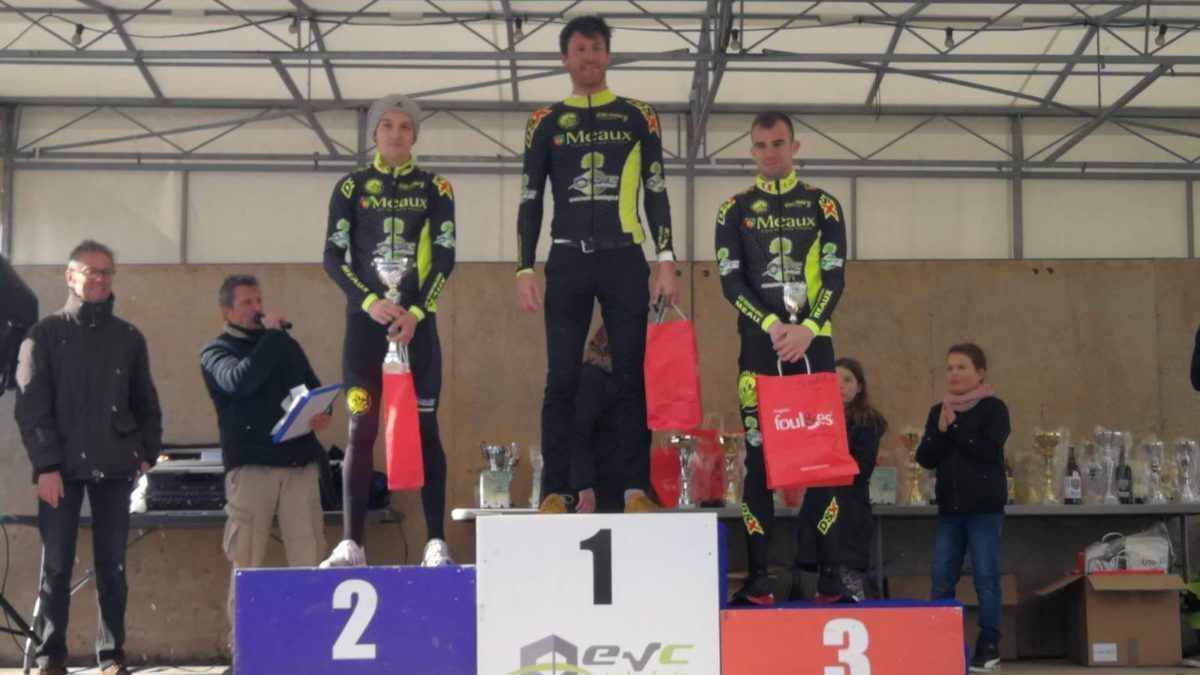 Jan Petralia wint internationale duatlon in Meaux