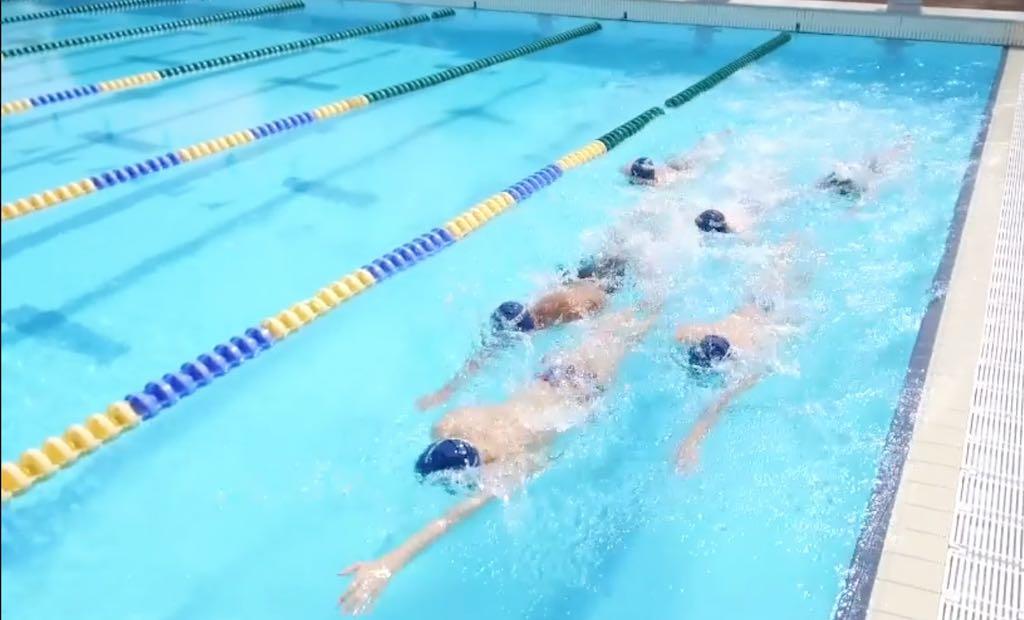 Open water techniek trainen tijdens het baantjes zwemmen