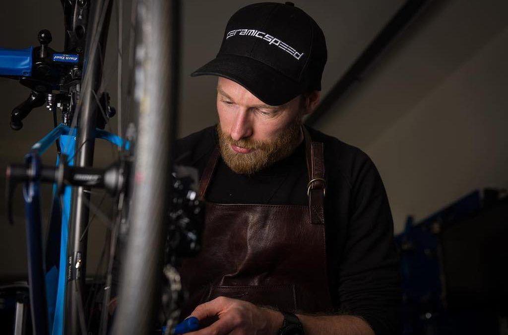 Belgische specialist A Bloc op bezoek bij Ceramic Speed HQ in Denemarken