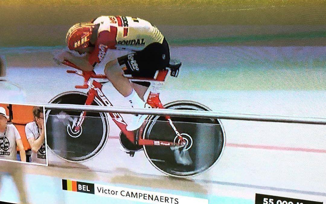 55,089 km… Ex-triatleet Victor Campenaerts zet nieuw werelduurrecord