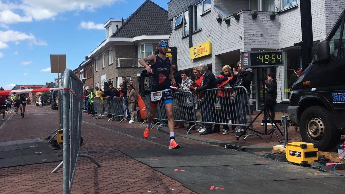 Angelo Vandecasteele klopt Nederlanders op NK duatlon in Hoogerheide