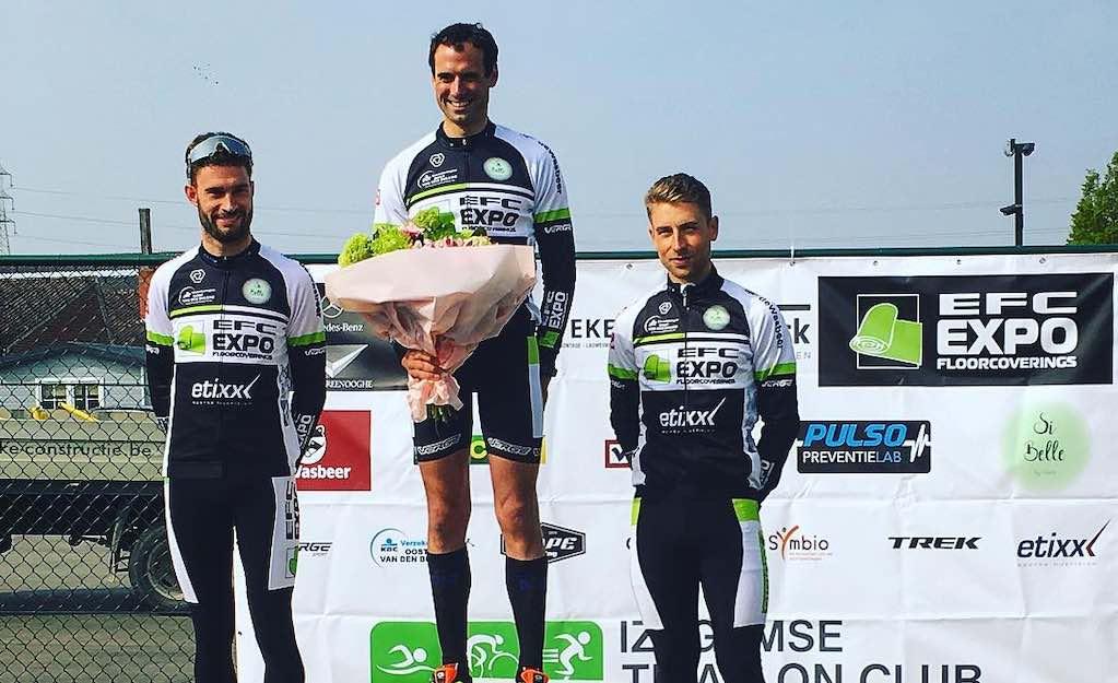 Hannes Cool en Charlotte Deldaele winnen Izegems clubkampioenschap triatlon