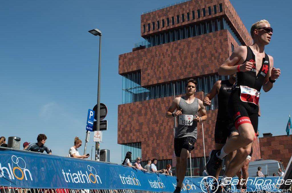 Herbeleef het Port of Antwerp triatlon festival in meer dan 200 foto's