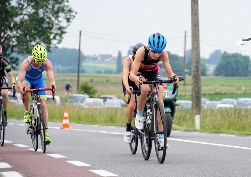 Arnaud Dely en Maurine Ricour winnen duatlon Elsegem na tweestrijd