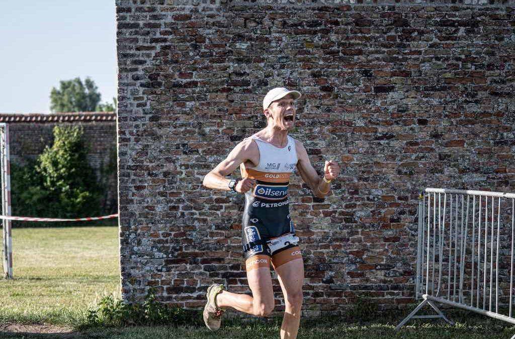 Louis Naeyaert en Sara Van De Vel winnen bloedhete klassieker in Brugge