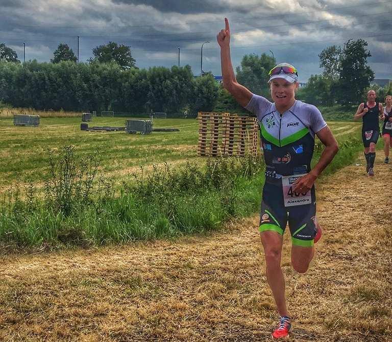 """Wereldkampioene Tondeur wint """"mooiste triatlon ter wereld"""" in Oudenaarde"""