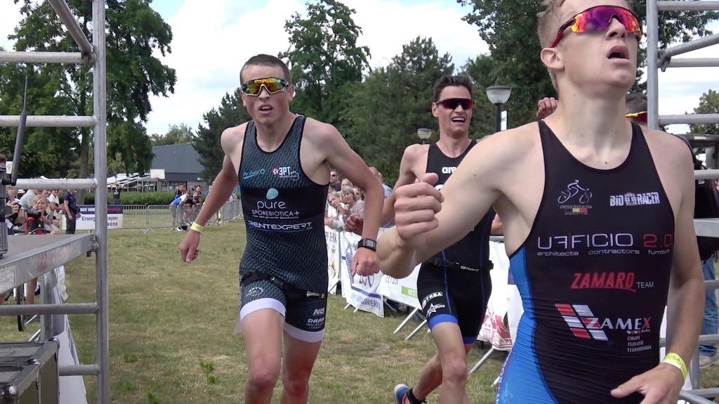 21 triatleten strijden om de zege in het lopen – video verslag van T2 series Retie