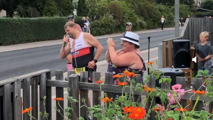 """""""Keep on rocking in the Ironman Kalmar"""": Triatleet loopt en zingt in Zweden"""