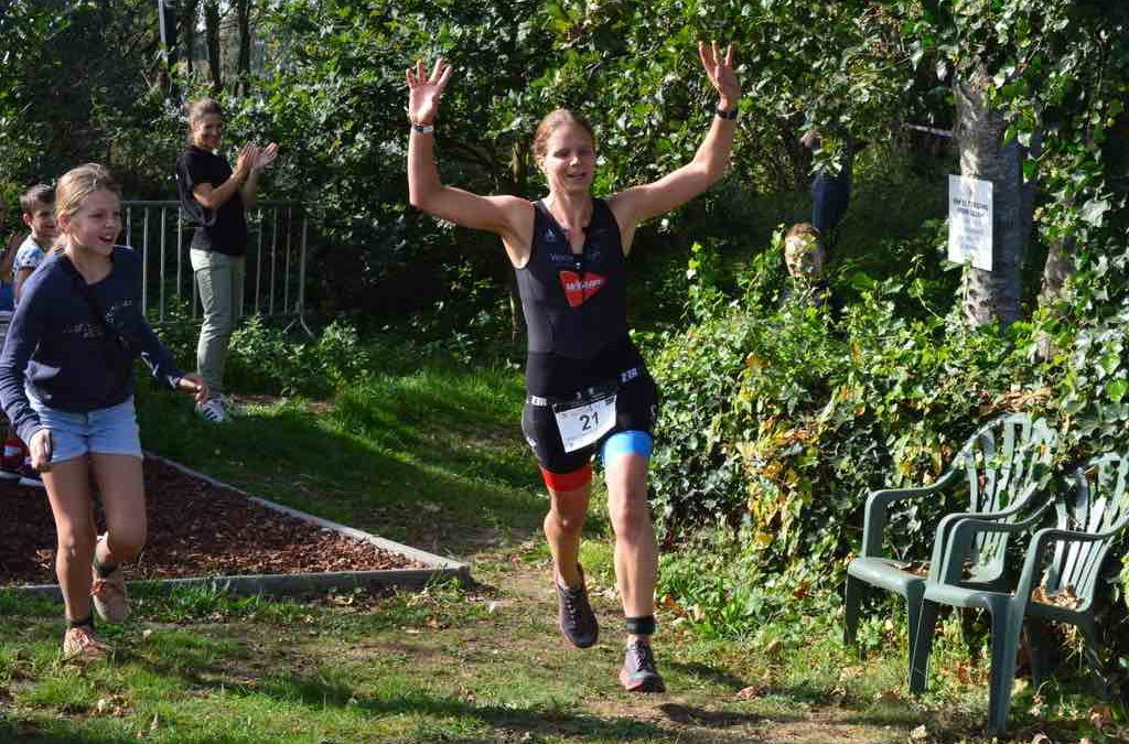 Troy Kiveryn en Barbara Van Cleemput winnen Motus cross triatlon Waasmunster