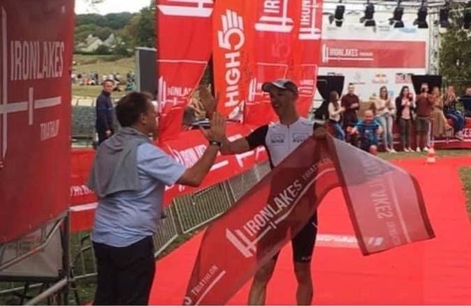 Hans Van den Buverie wint eerste Ironlakes triatlon, Tom Mets pakt zege op halve