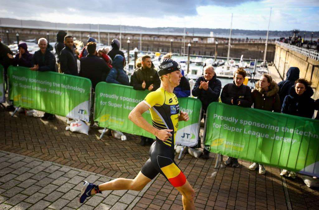 Alleen zwemmen en lopen in Jersey, Marten Van Riel toch knap achtste in finale