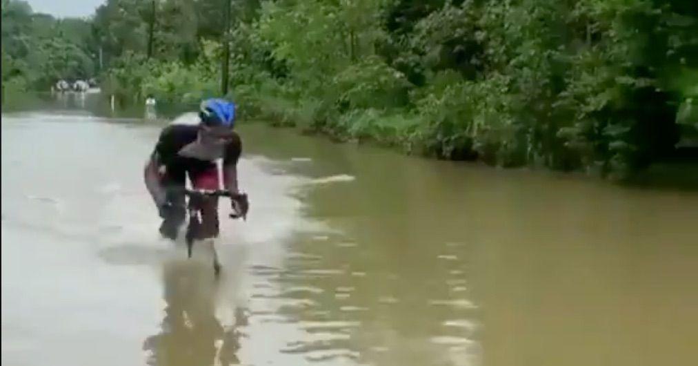 Is dit nu aqua-bike?Als het wielrennen meer op triatlon lijkt…