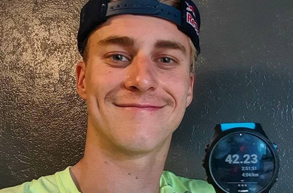 """Triatleet Marten Van Riel loopt marathon: """"Laatste kilometers vlaai tegen mijn oren"""""""